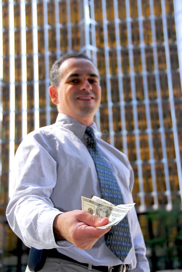 Geschäftsmannangebotgeld stockfoto
