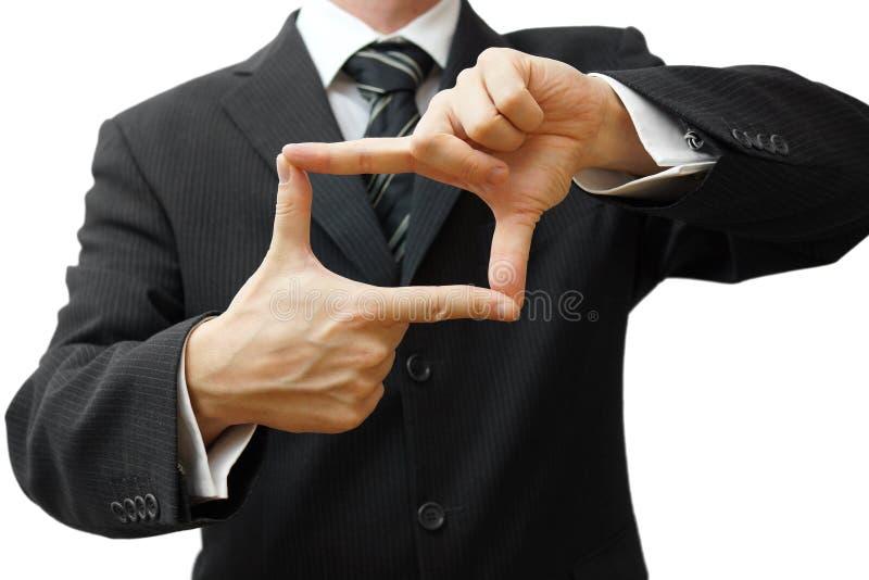 Geschäftsmanndaumen und -zeigefinger schließen für quadratische Form an stockfotografie