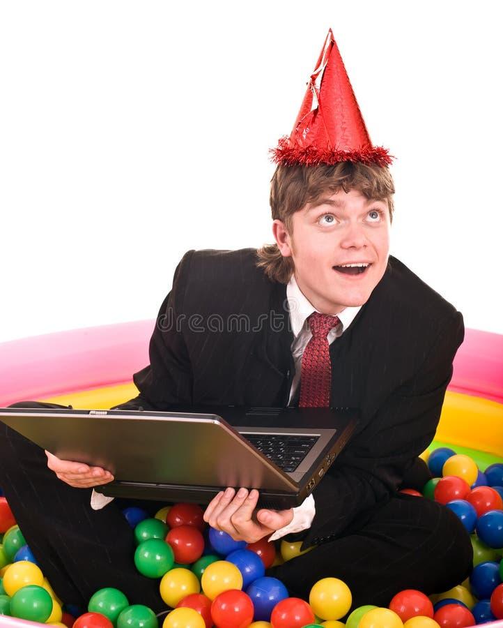 Geschäftsmanngeburtstag mit Laptop. stockbilder