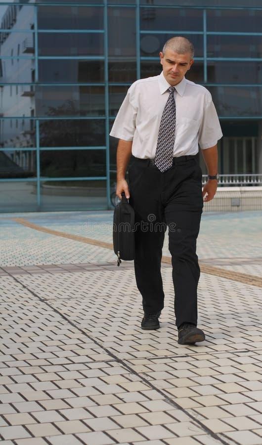 Geschäftsmanngehen Stockbild