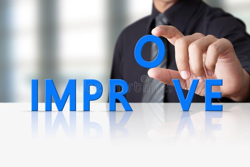 Geschäftsmannhand und Worttext verbessern, erfolgreich stockfoto
