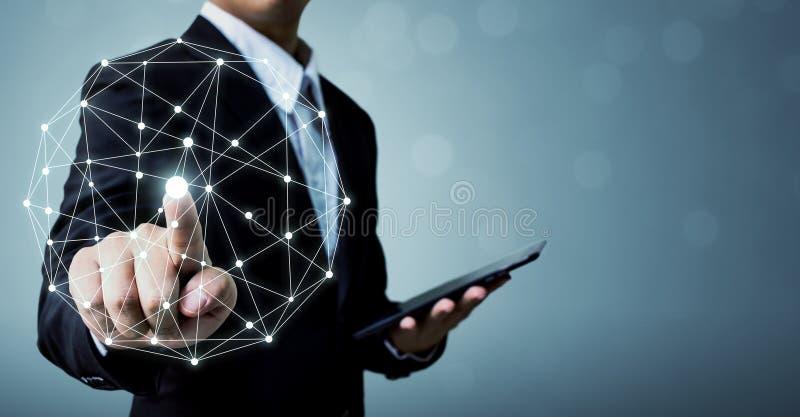 Geschäftsmannhandrührende Punkt-Weltdrahtlose Verbindung mit h lizenzfreie stockfotos