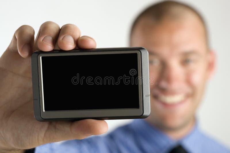 Geschäftsmannholdingeinheit mit unbelegtem Bildschirm lizenzfreie stockfotos