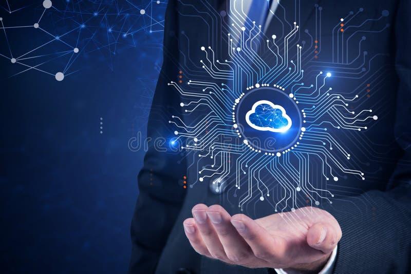 Geschäftsmannholdingwolken-Computerschnittstelle lizenzfreie stockfotografie