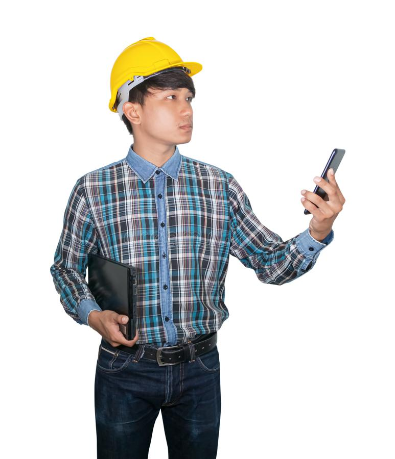 Geschäftsmanningenieurbefehl mit Netz des Handys 5g, bewegliches Hochgeschwindigkeitsinternet und Handgriff Laptop-Computer lizenzfreie stockbilder