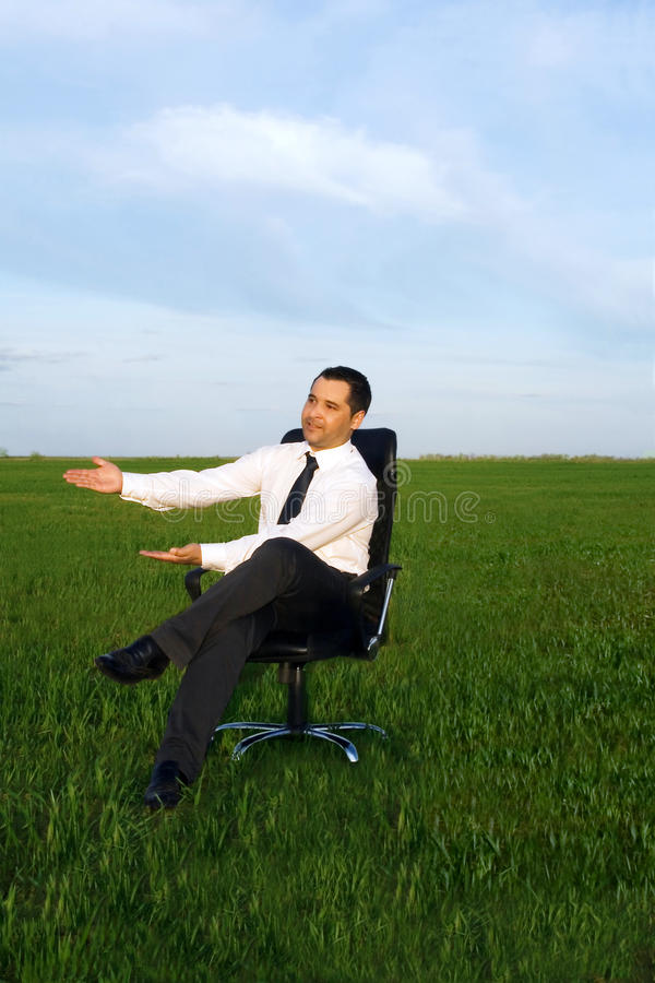 Geschäftsmannnehmenenergie lizenzfreies stockfoto