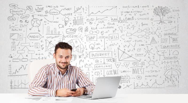 Geschäftsmannplanung und Berechnung mit verschiedenen Geschäftsideen lizenzfreies stockfoto
