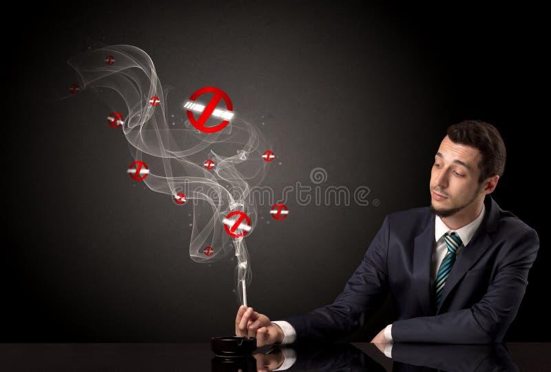 Geschäftsmannrauchen stockfotos