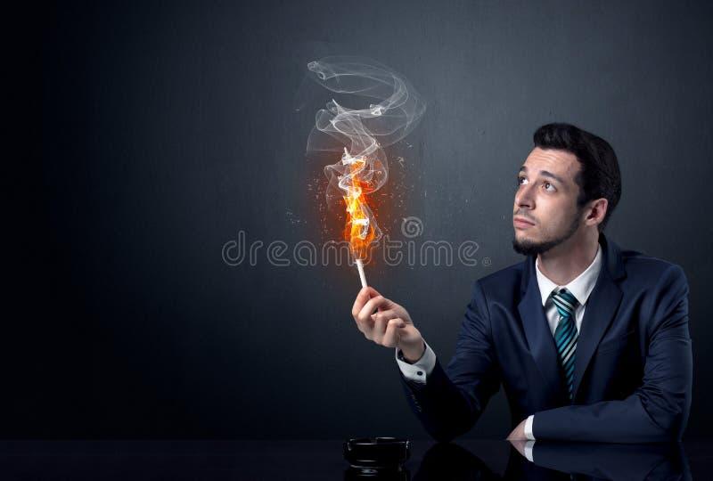 Geschäftsmannrauchen stockbilder
