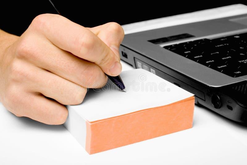 Geschäftsmannschreiben in einem Notizbuch stockbild