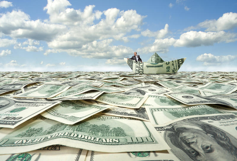 Geschäftsmannsegeln auf Dollarboot stockfotografie