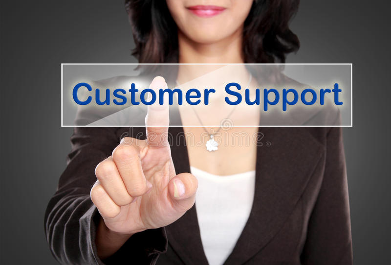 Geschäftsmannstoß zum Kundenbetreuungsknopf auf virtuellem Schirm stockfoto