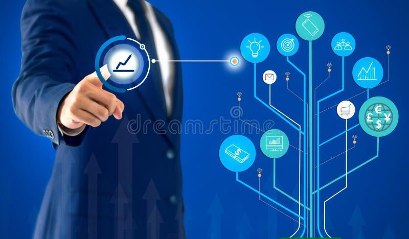 Geschäftsmannvertretungsgeschäftswachstum und -handel mit einem Baumdiagramm stockfotos