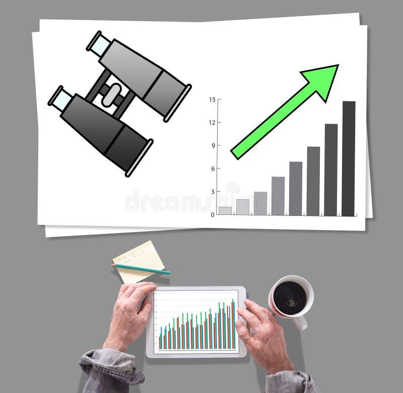 Geschäftsperspektivenkonzept setzte auf einen Schreibtisch stockfoto