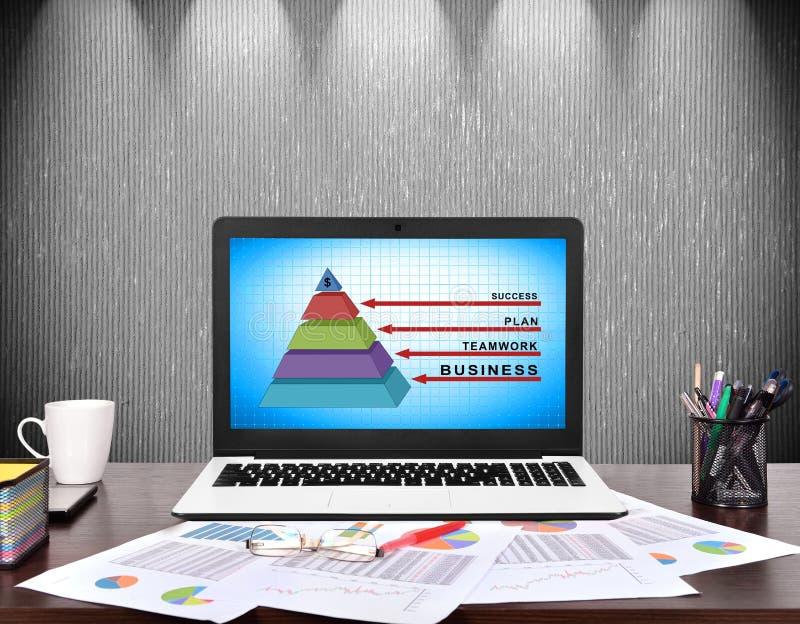 Geschäftspyramide lizenzfreie abbildung