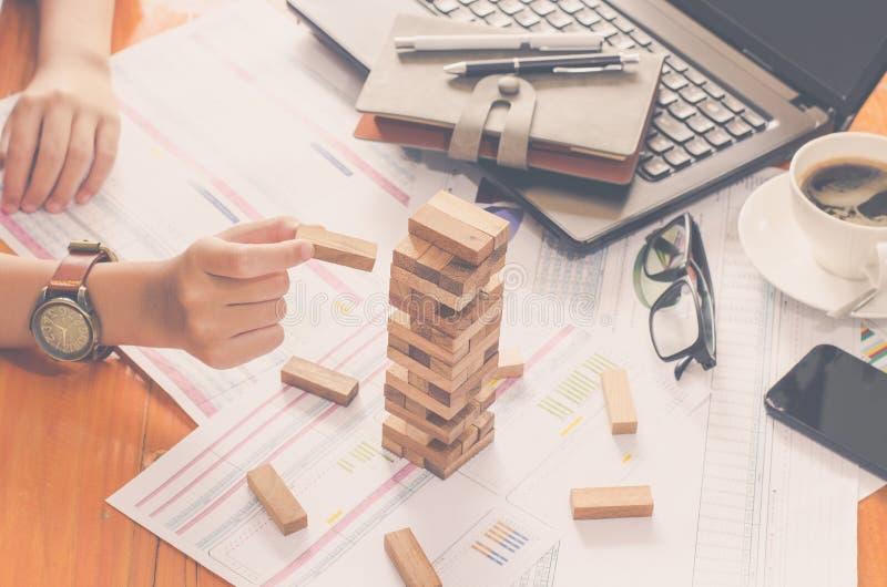 Geschäftsrisiken im Geschäft Erfordert Planung Meditation muss beim Entscheiden achtgeben, das Risiko im Geschäft zu verringern lizenzfreie stockfotografie