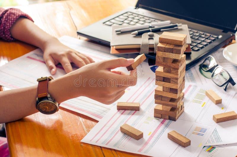 Geschäftsrisiken im Geschäft Erfordert Planung Meditation muss beim Entscheiden achtgeben, das Risiko im Geschäft zu verringern lizenzfreies stockfoto