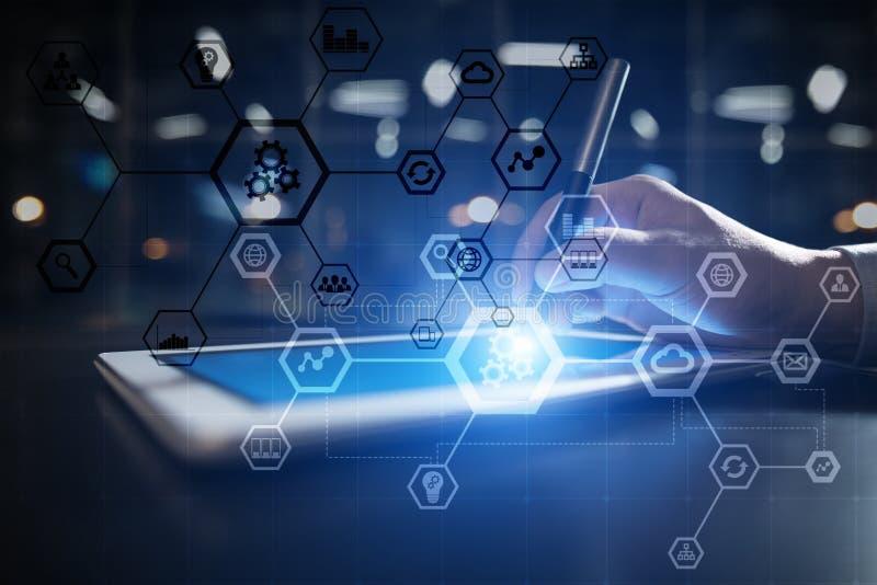 Geschäftsstrukturdiagramm, Automatisierung, ERP oder Industrie 4 0 Konzept auf virtuellem Schirm des modernen PC lizenzfreie stockbilder