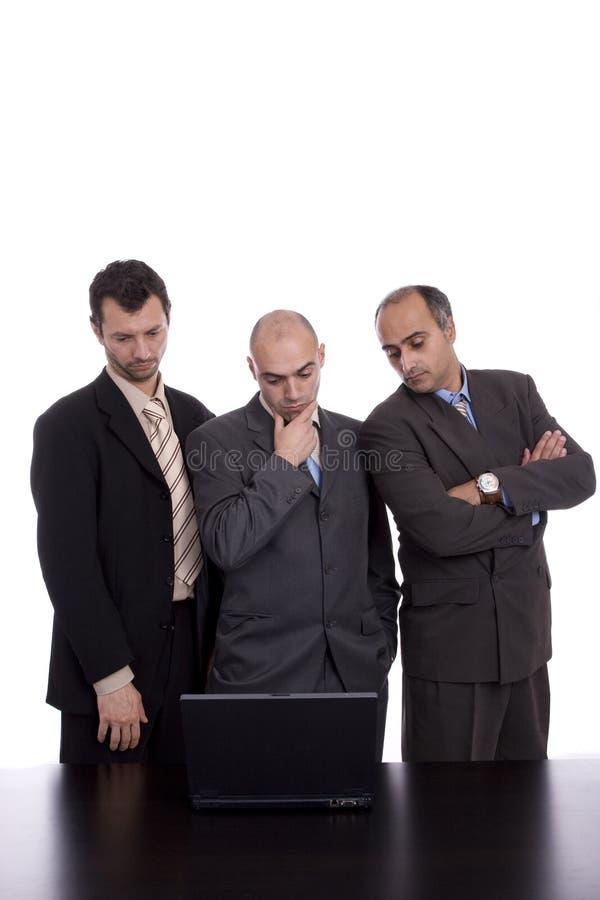 Geschäftsteam, arbeitend mit Laptop lizenzfreies stockfoto