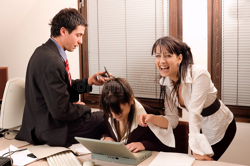 Geschäftsteam im Büro stockfotos