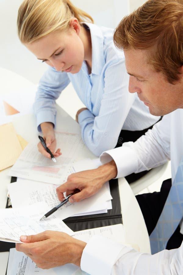 Geschäftstreffen in einem Büro stockfotografie