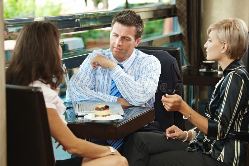 Geschäftstreffen im Kaffee lizenzfreies stockfoto