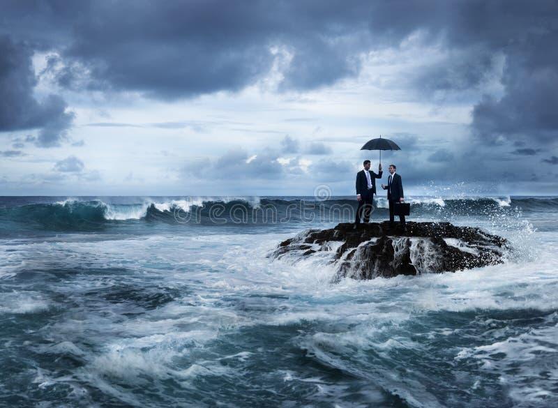 Geschäftstreffen-Insel-Krisen-Herausforderungs-Konzept lizenzfreie stockfotos