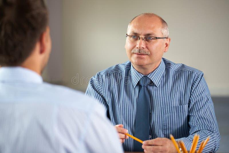 Geschäftstreffen, Interview erfolgt mit Senior Manager lizenzfreie stockbilder