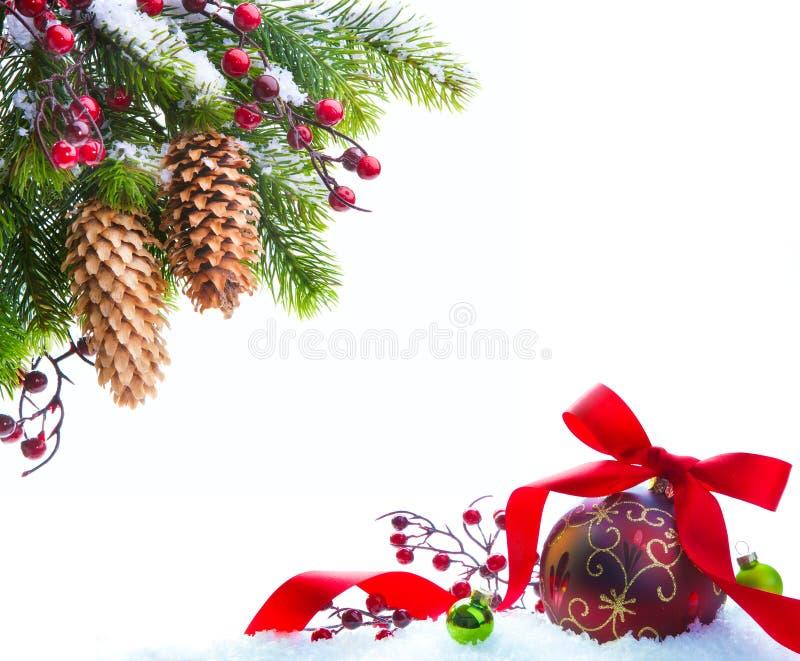 Geschützter Schnee des Kunst-Weihnachtsbaums stockfotos