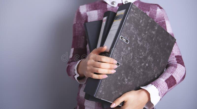 Geschäftsleute mit Ordnern lizenzfreie stockbilder