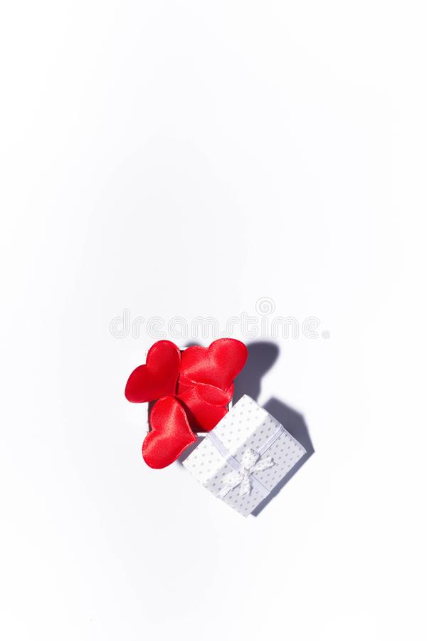 Geschenk und Herzen stockfoto