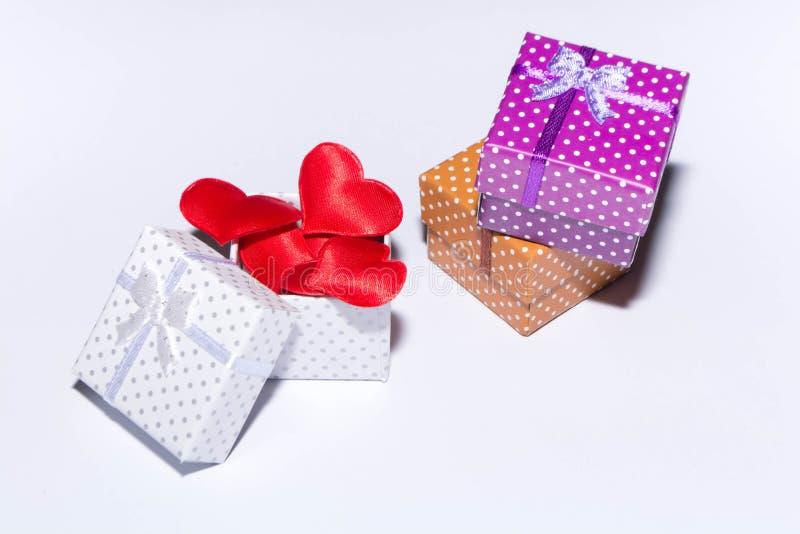 Geschenk und Herzen stockfotos