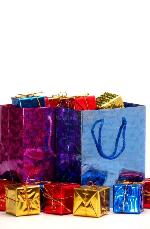 Geschenkbeutel und -kästen lizenzfreie stockfotos