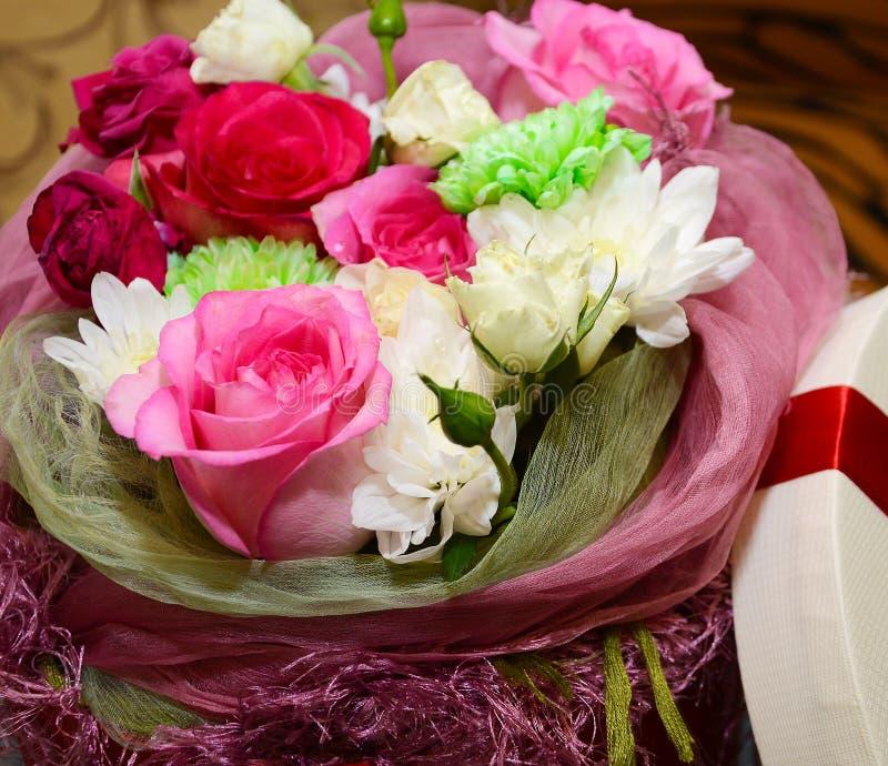 Geschenkblumen stockbilder