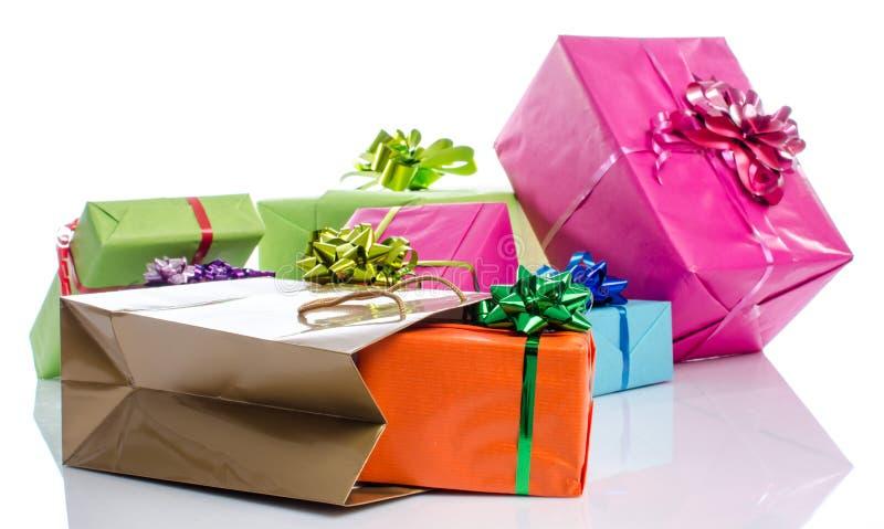 Geschenkboxen und Geschenktasche stockbild