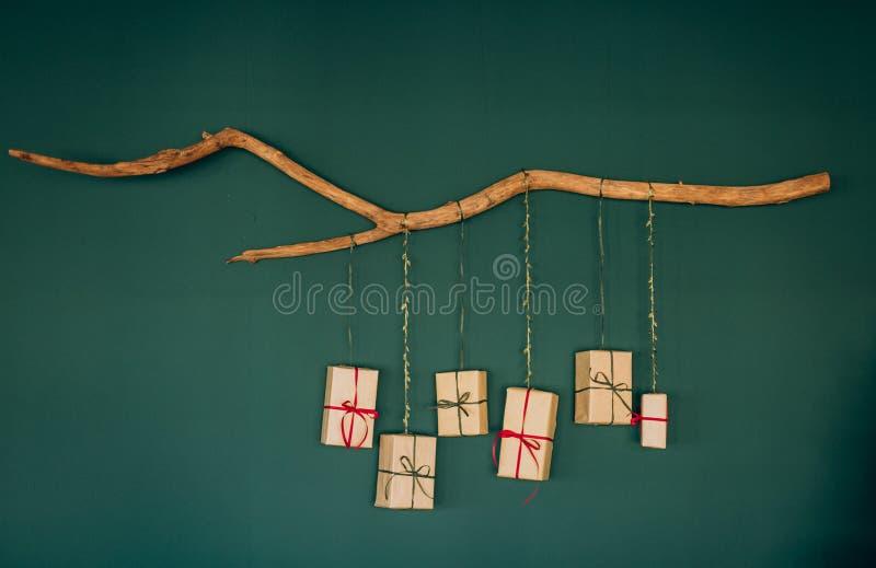 Geschenkboxen verzierten Bänder Weihnachtsneues Jahr stockfoto