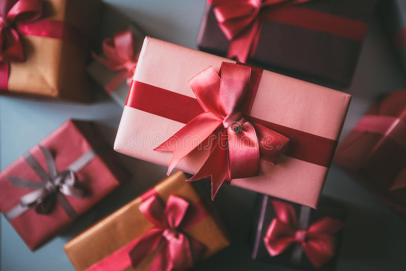 Geschenke für Draufsicht des Feiertags lizenzfreie stockbilder