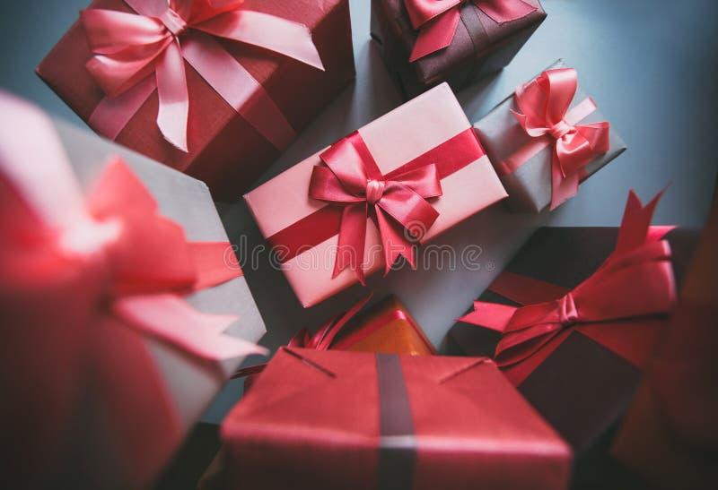 Geschenke für Feiertag lizenzfreie stockfotos