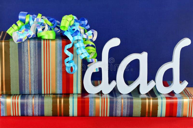 Geschenke für Vati lizenzfreie stockfotografie