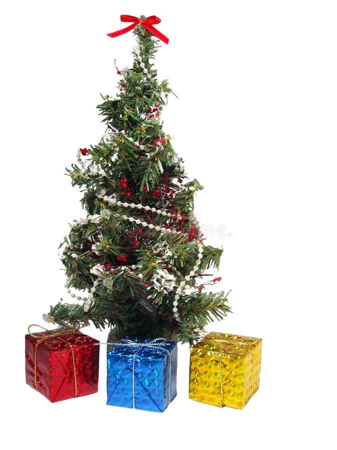 Geschenke unter dem Baum lizenzfreies stockfoto
