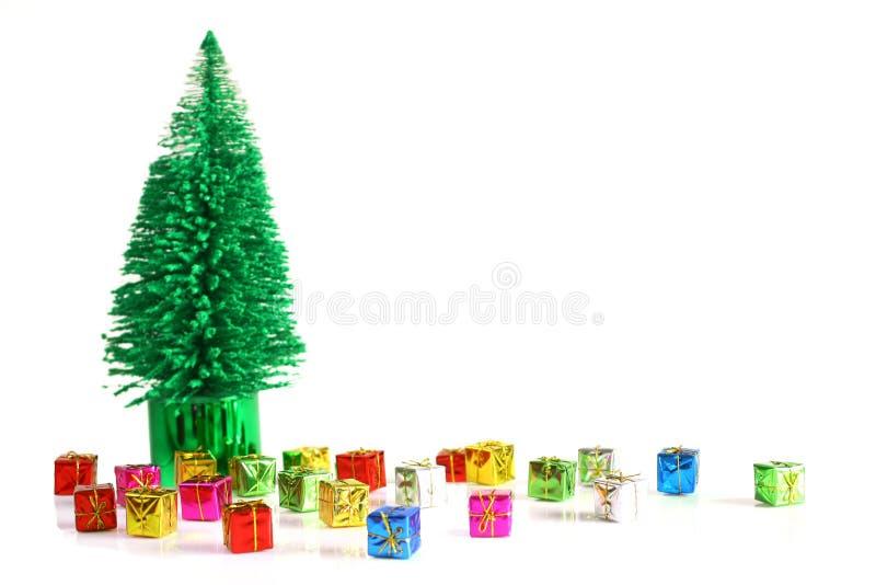 Geschenke unter dem Baum stockfotografie