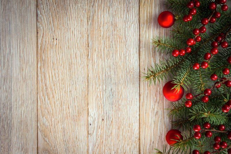 Geschenkkästen mit den goldenen Farbbändern getrennt auf weißem Hintergrund lizenzfreie stockfotos