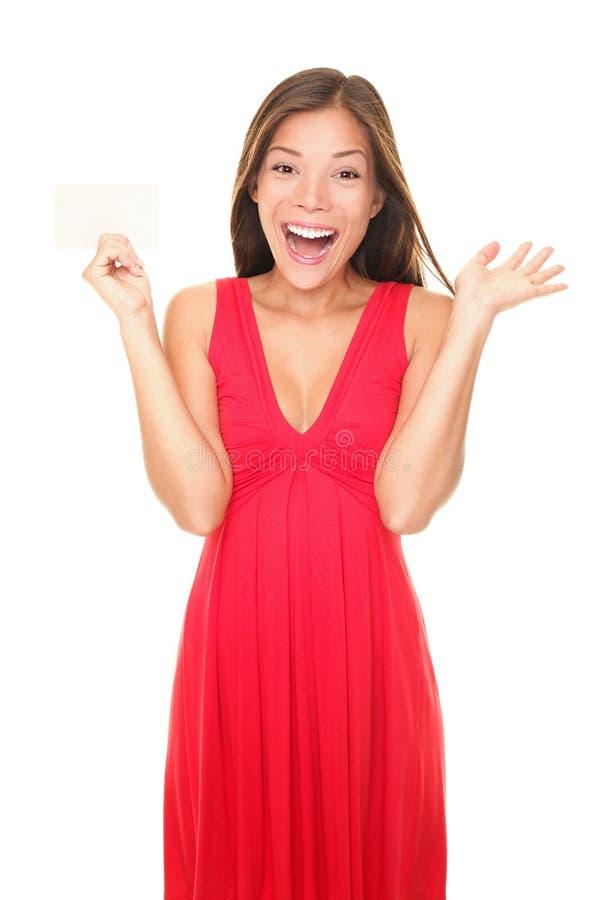 Geschenkkartenfrau im roten Kleid lizenzfreies stockbild