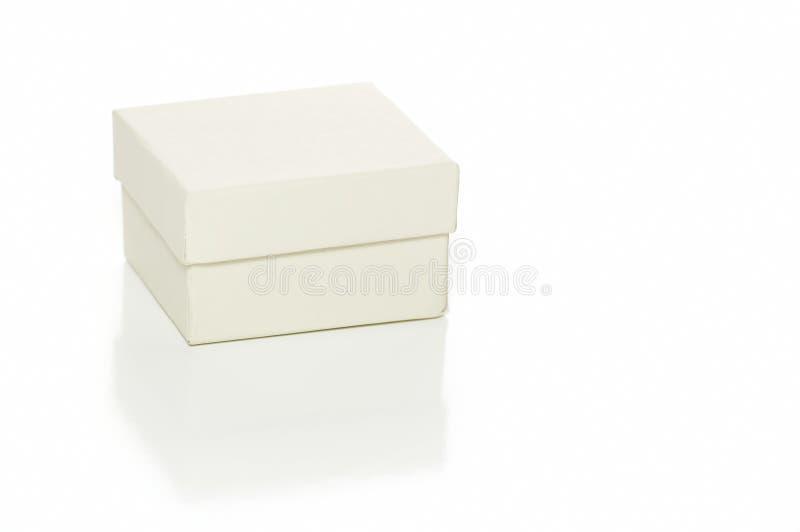 Geschenkkasten auf Weiß lizenzfreie stockbilder