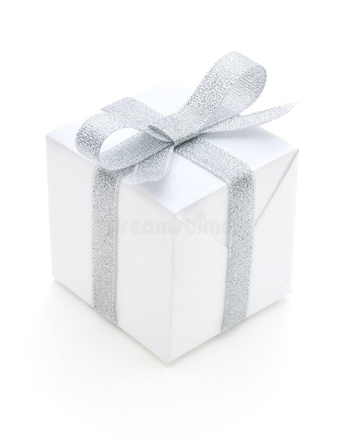 Geschenkkasten getrennt lizenzfreies stockfoto