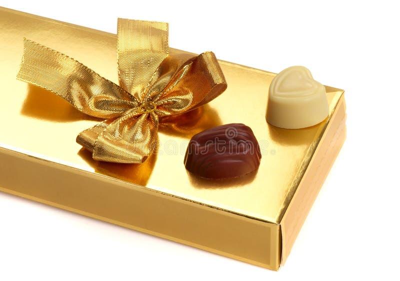Geschenkkasten mit Schokolade lizenzfreie stockfotos
