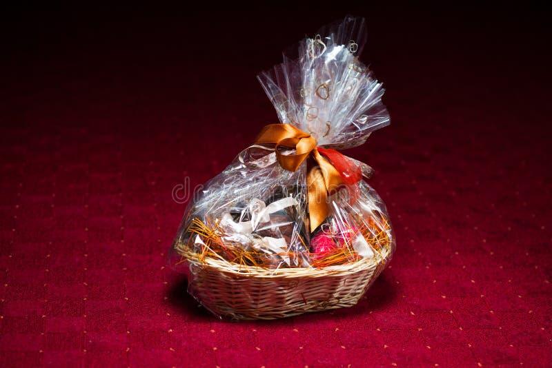 Geschenkkorb stockfoto