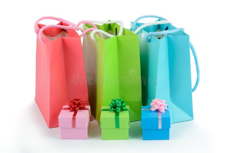 Geschenktaschen und -Geschenkboxen lizenzfreie stockfotos