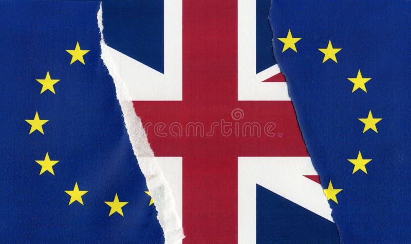 Gescheurde de EU-vlag over Britse vlag royalty-vrije stock foto's