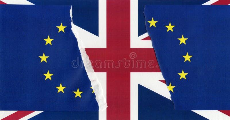 Gescheurde de EU-vlag over Britse vlag royalty-vrije stock fotografie